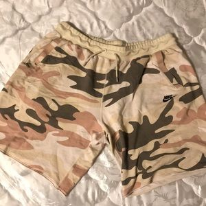 Camo short pants